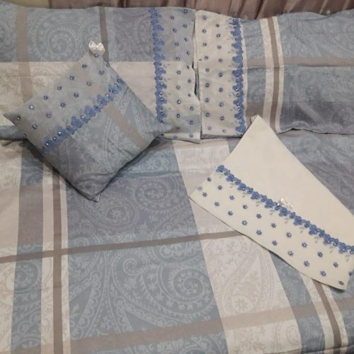Off white Bed Sheet Pillows & Cushion
